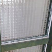 玄関の採光窓 チェッカーガラスペア