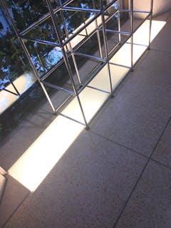 H様 店舗の床材(間接照明)