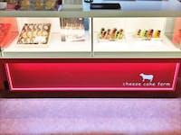 W様 菓子店ショーケースの装飾