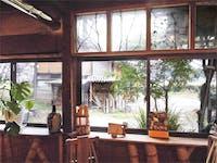 古民家レストランのポイントとして建具のガラス