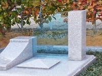 お墓とガラスのコラボ