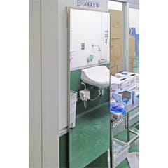 H様 食品工場入室前の前室に設置する鏡
