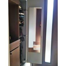 下駄箱の扉の裏に鏡を貼り付け
